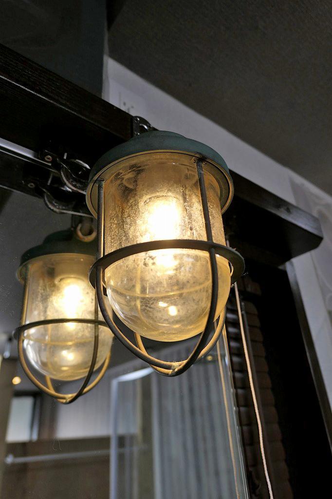 実際に船で使われていたという照明器具