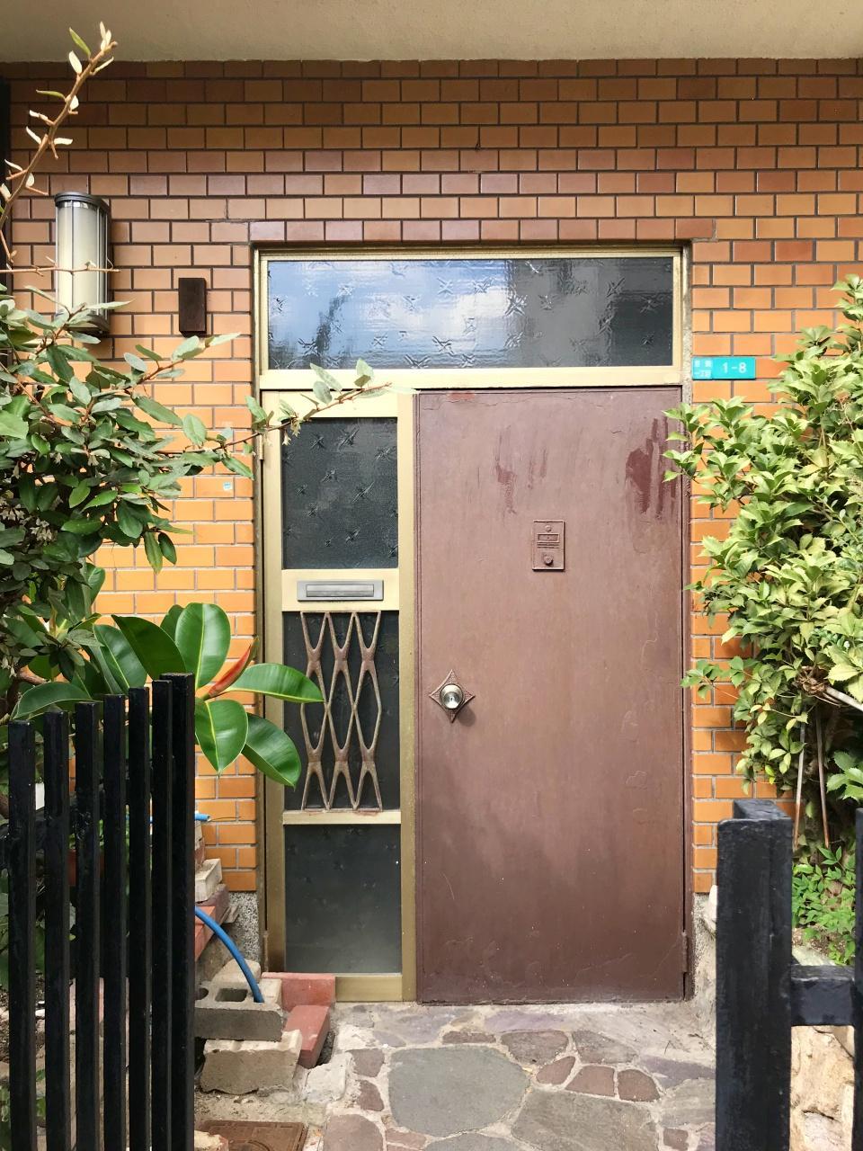 玄関アプローチも独特のかわいらしさ。生かしたいです
