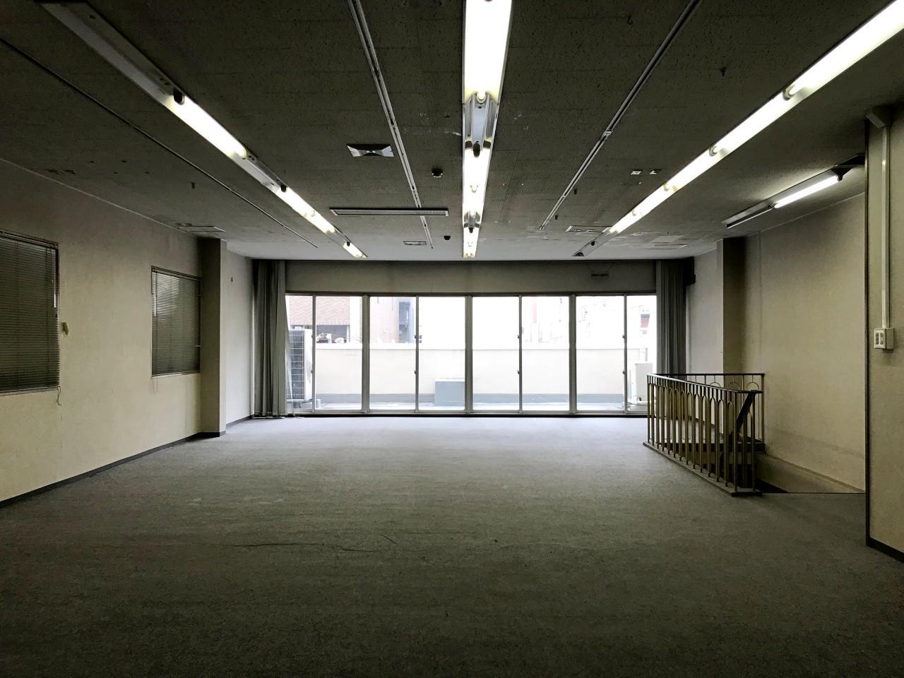 4階はバルコニー付き。社長室でしょうか?
