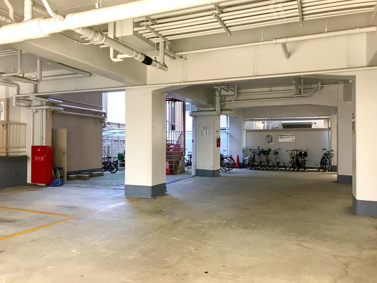 1階は駐輪・駐車スペースです