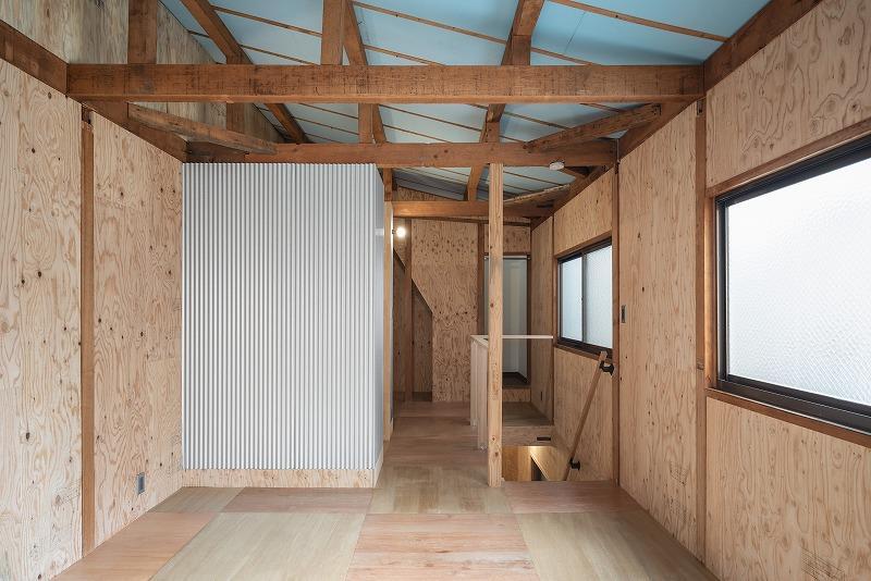 3階は小屋組み現しで天井が高く開放的。
