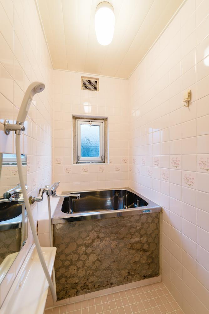 風呂トイレは既存再利用ですのであしからず。