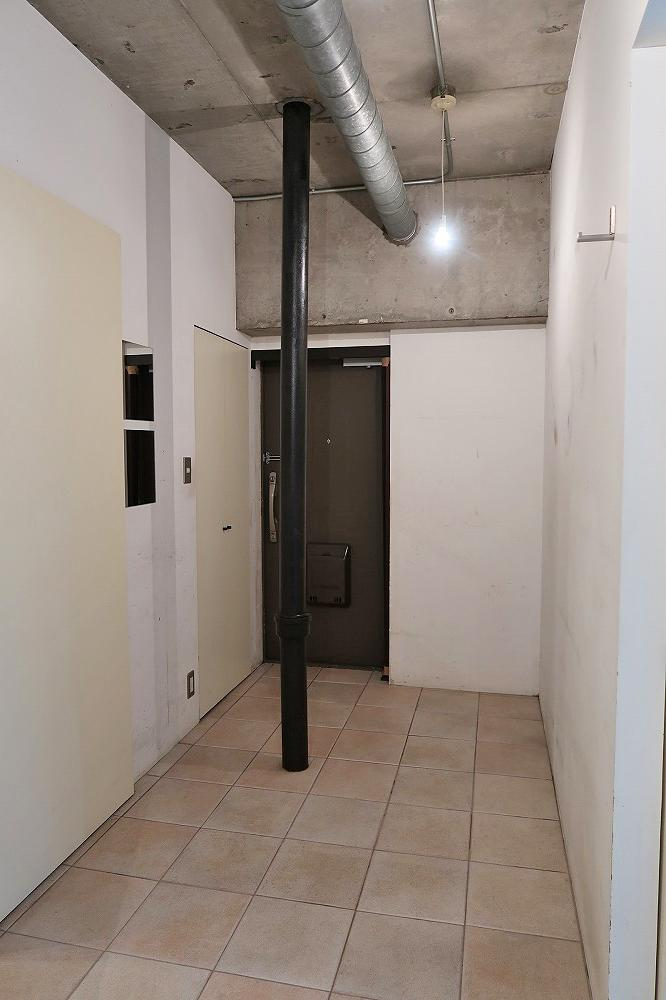 段差のない広い玄関にはロードバイク数台の収納が可能です。