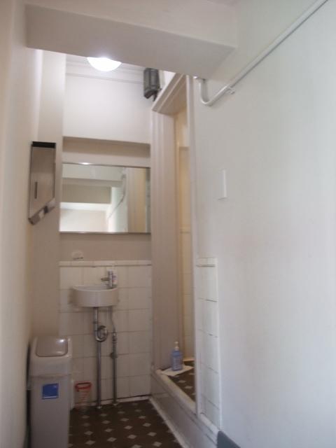 隠れ部屋のような和式トイレも