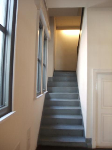 奥まった階段、ええ感じ