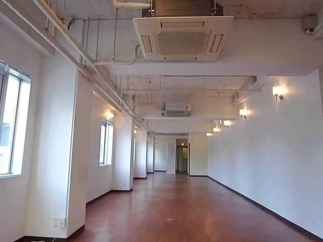 こちらは成約済みの区画。こんな風に天井が高いです