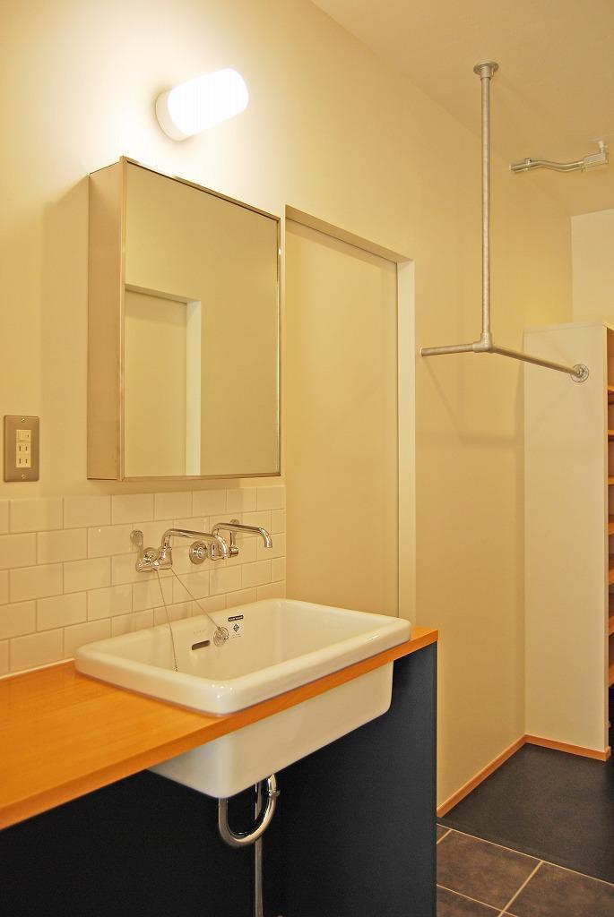 廊下の洗面コーナー。