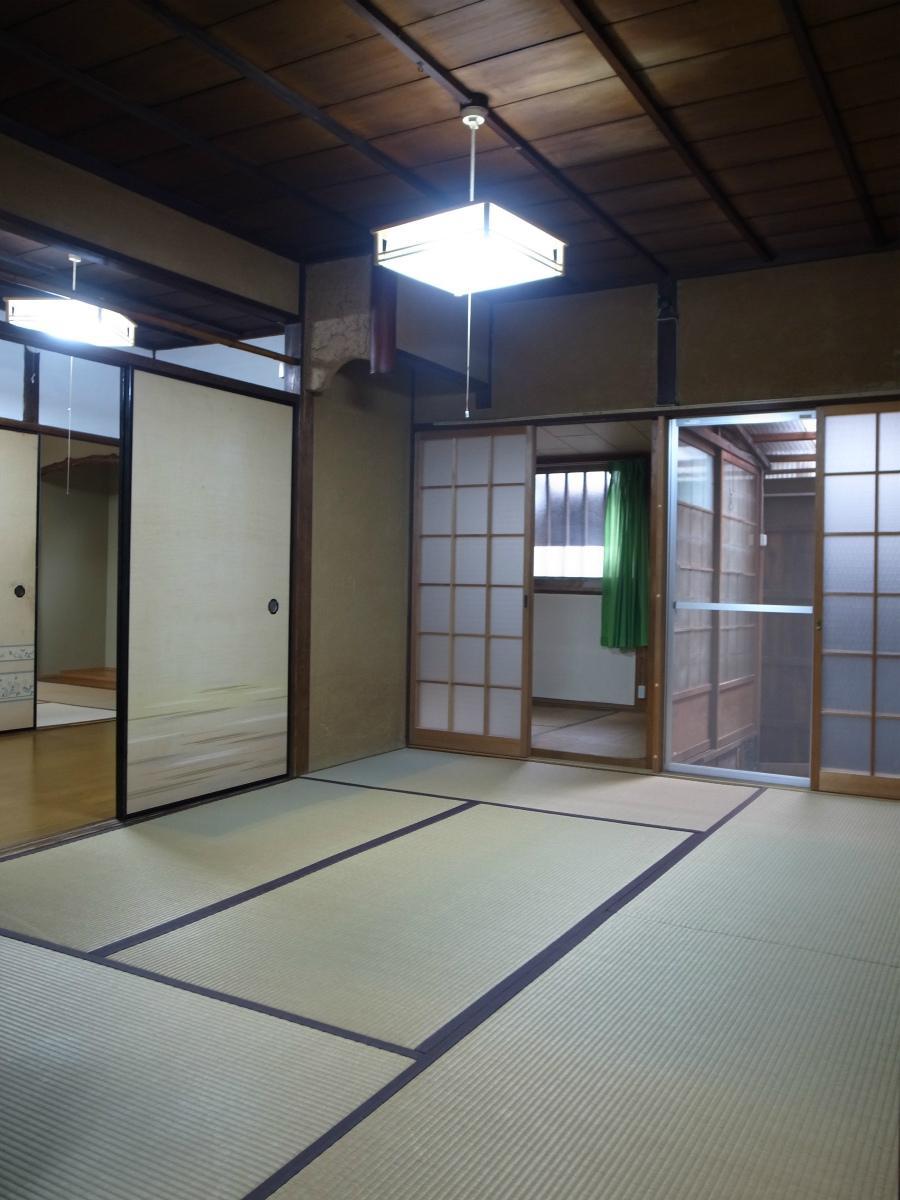 玄関の奥の和室