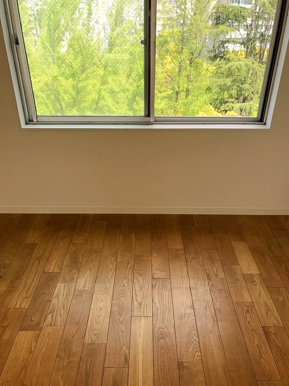 床は無垢材