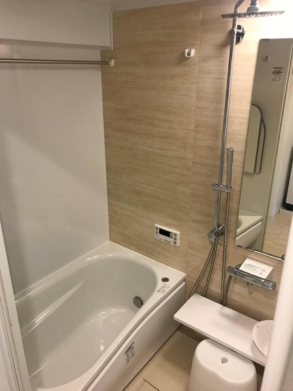 シャワーヘッドが特徴のユニットバス