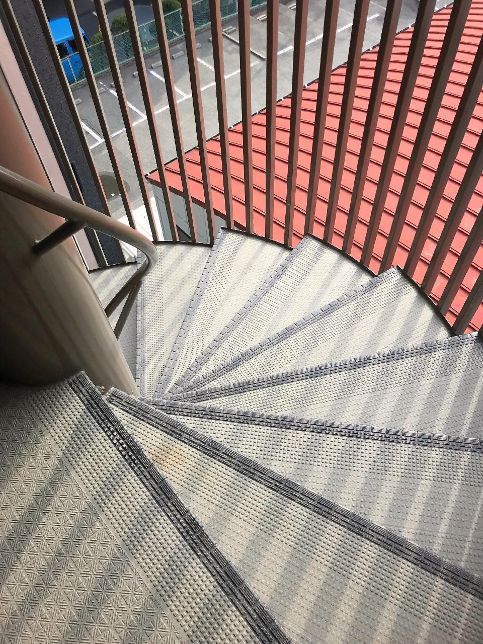 螺旋の共用階段がクラシック!