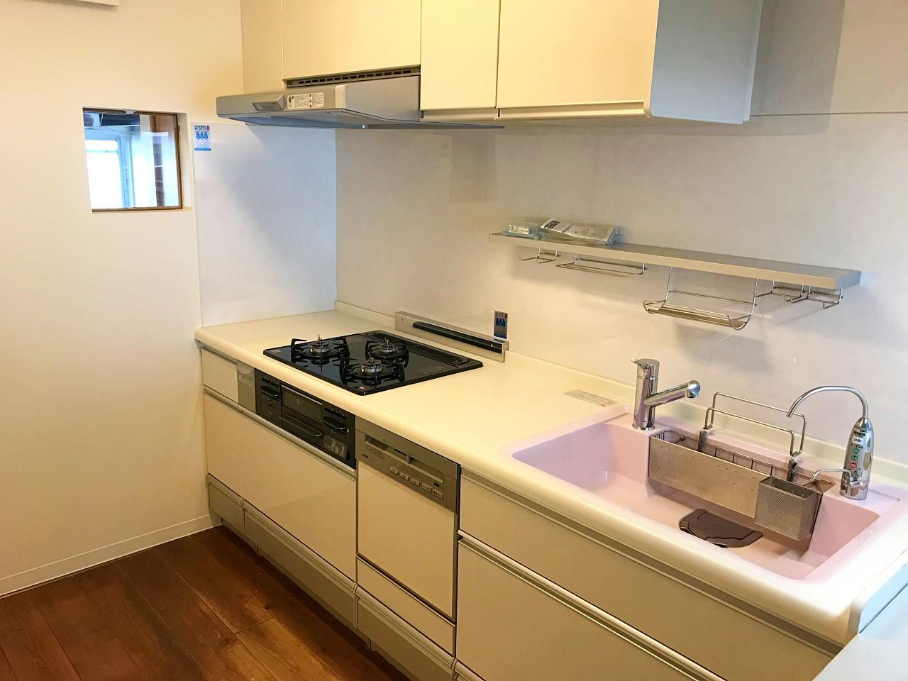 キッチンはリビング対面型に更新済◯