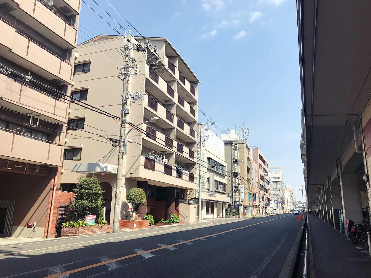 阪急宝塚線に面して建っています(音は入ってきません)