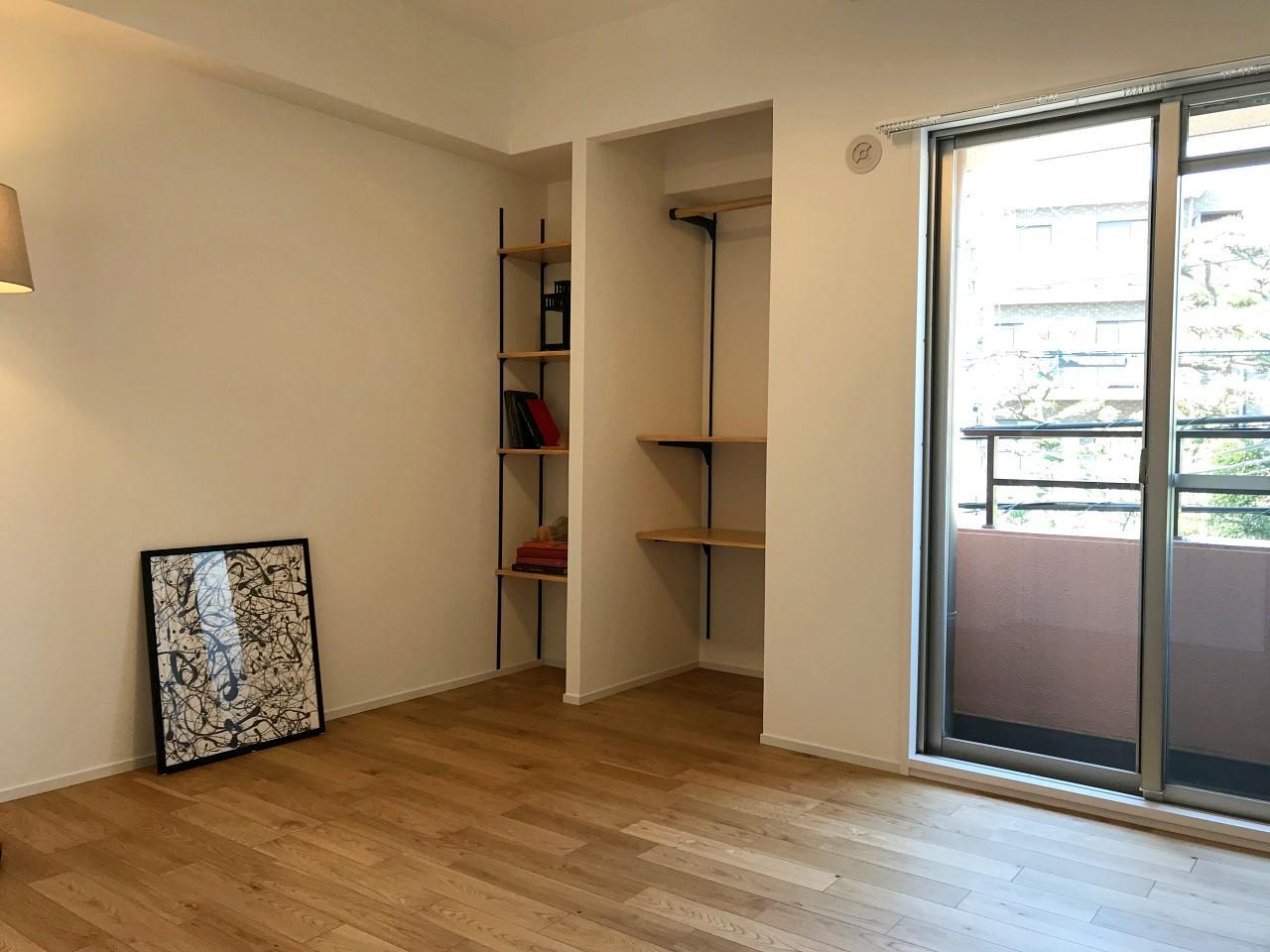 もう1つの洋個室。ここにも窓