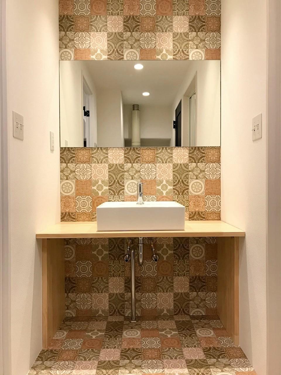 個性の強い洗面室