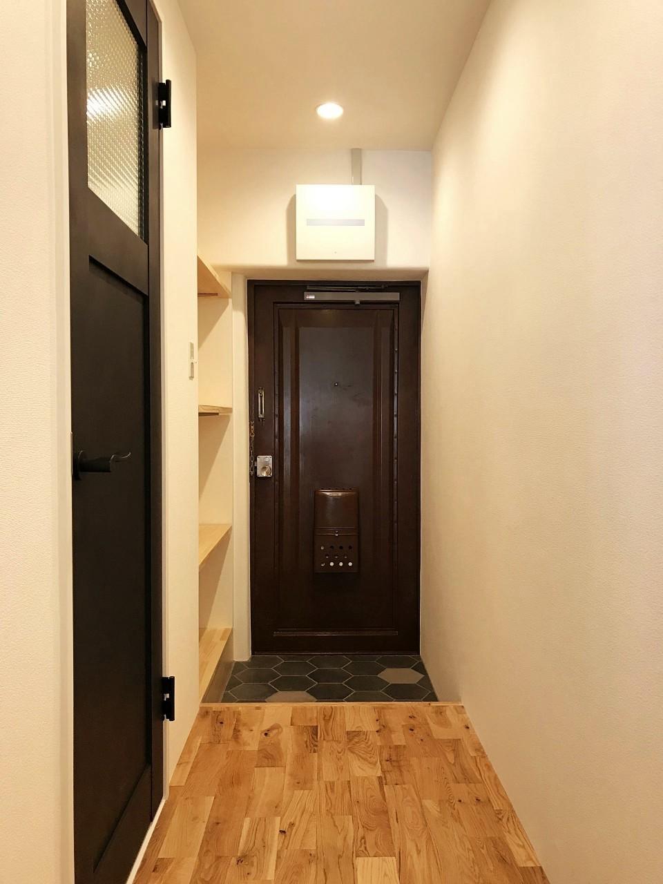 玄関廊下まで無垢床