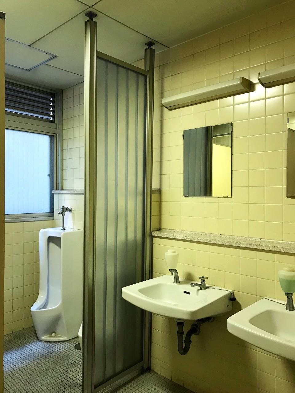 年季の入ったトイレは男女別