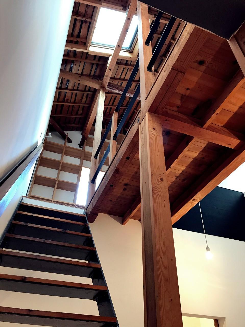 階段からのアングルも奥行きがすごい!
