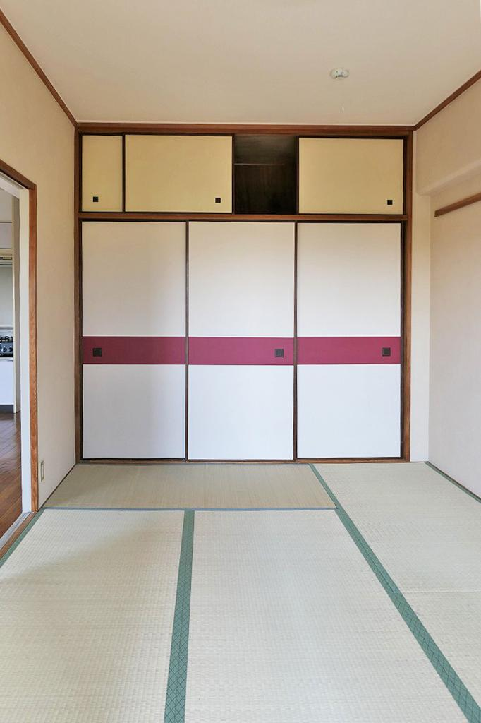 しっかり収納付きの6帖の和室。