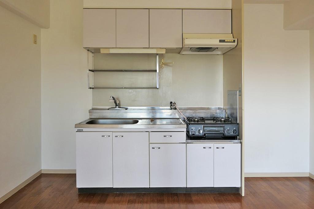 収納充実のキッチン