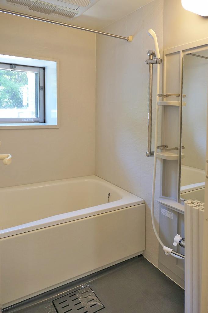 ユニットバス。浴室暖房乾燥機付き