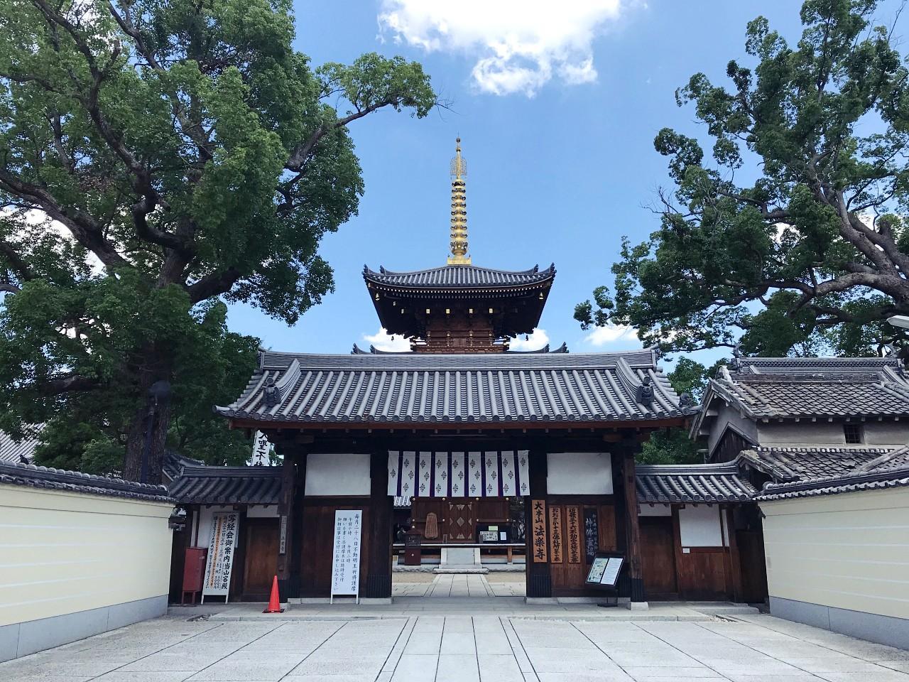 こちらもご近所さんの神社。広大な敷地です