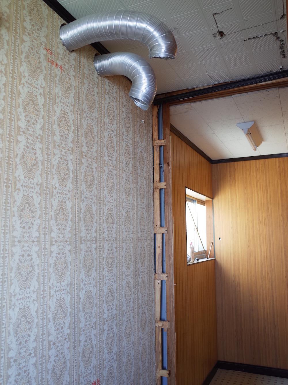 2階、シャワーブースの名残
