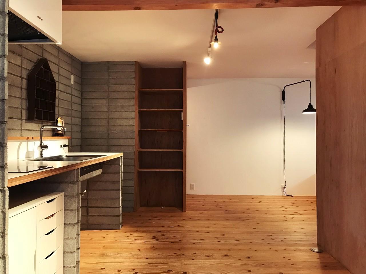 キッチンの先にも、ゆるやかに分かれたスペース