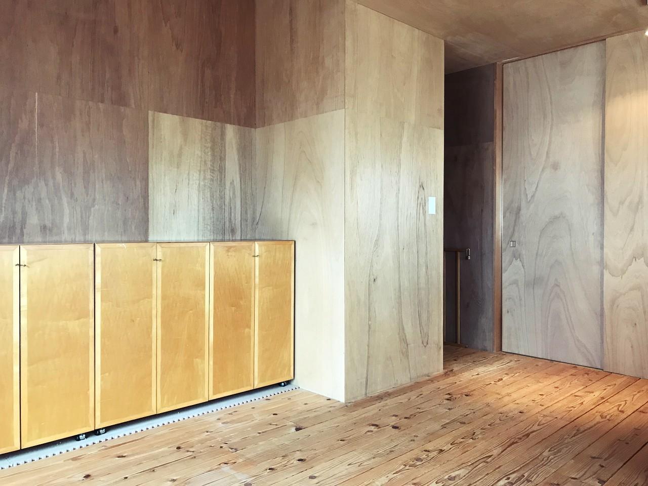 2階のROOM4には収納力大の置き家具。もちろん移動も可能です