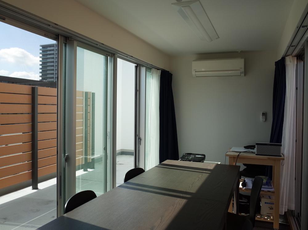 なんと屋上には会議室が。こちらも入居者が使えるスペースになる予定です。