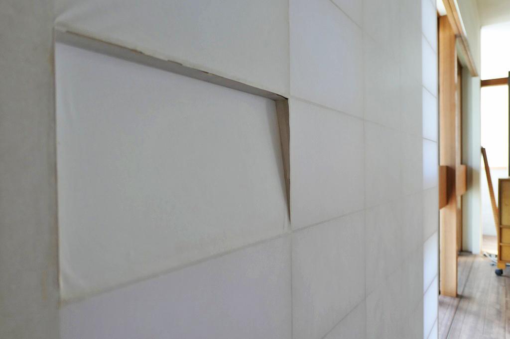 LDKと寝室を隔てる障子。取っ手を付けずにこの納まりで。このこだわりには脱帽