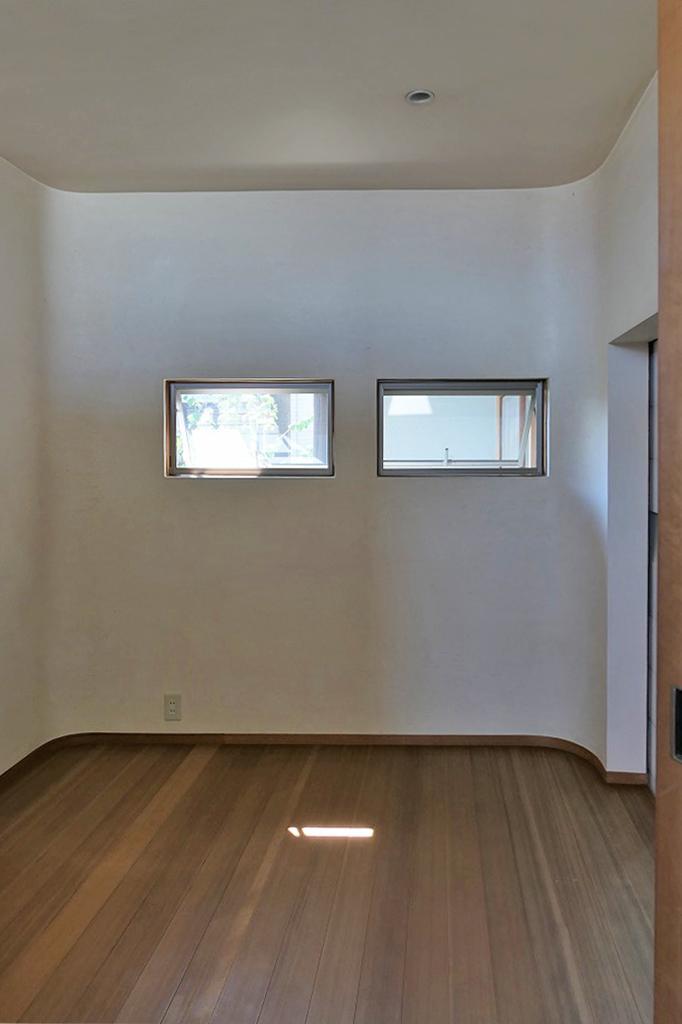アールを意識した柔らかい雰囲気の寝室