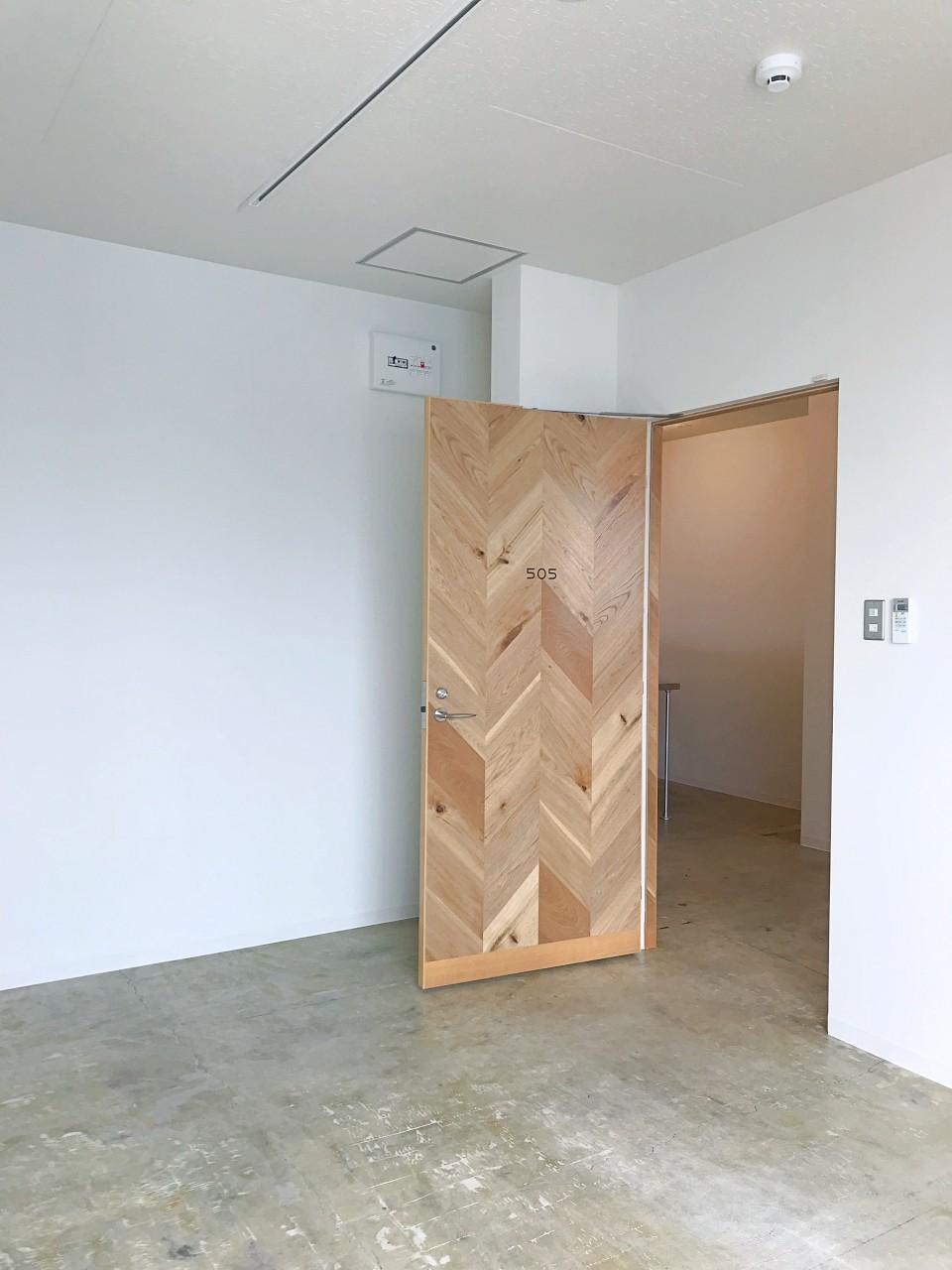 ヘリンボーンの壁で、隠し部屋のようになっている区画も