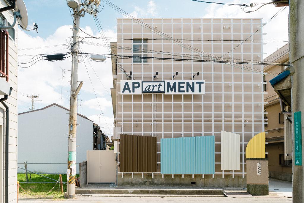 お隣の北加賀屋も盛り上がってきています(写真は独身寮を賃貸マンションにリノベーションした建物)