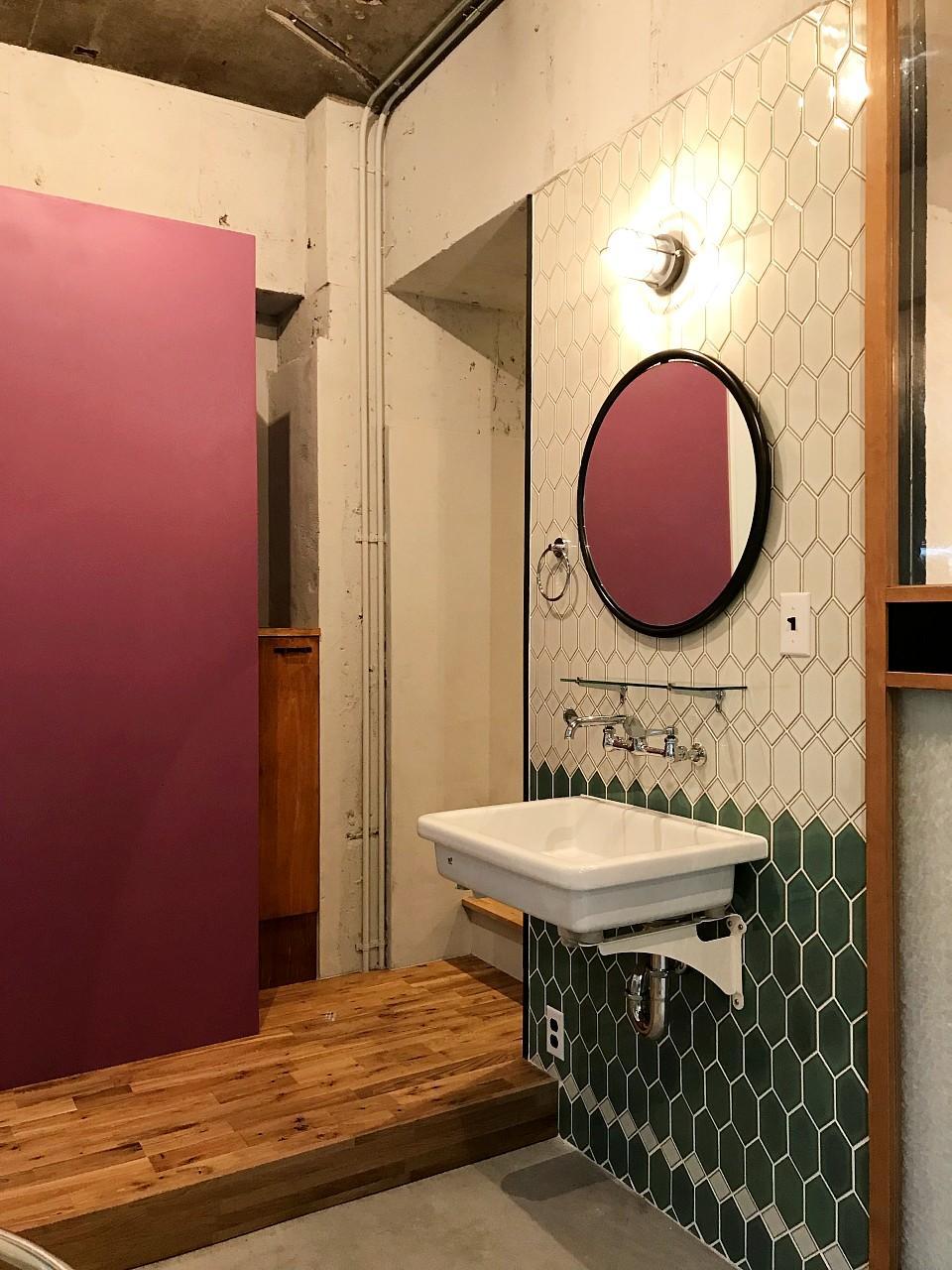 ハニカムタイルがかわいい洗面