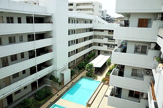遠藤剛生設計の、北摂らしい品格のあるマンションです