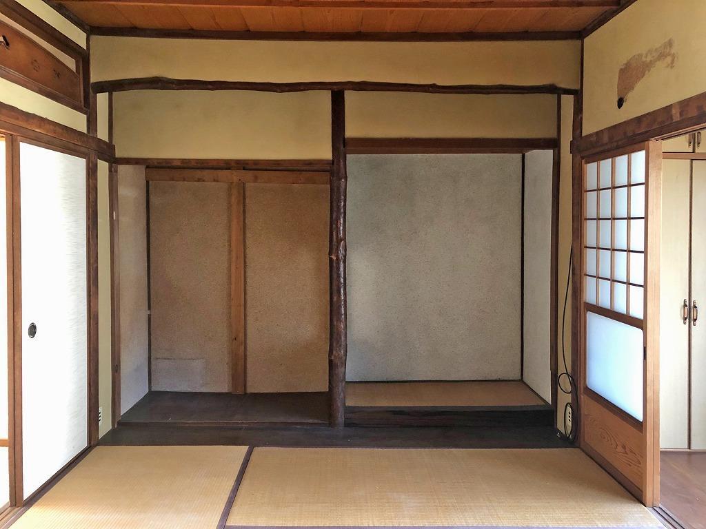 2階和室。欄間や床の間にこだわり感じます