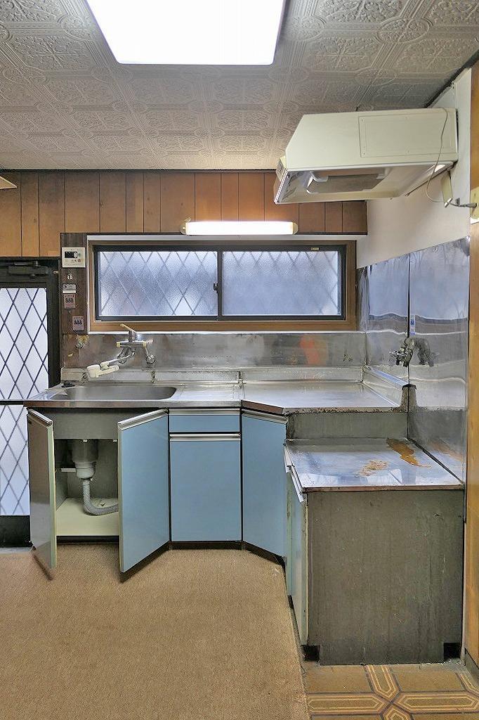 キッチン。古いです。