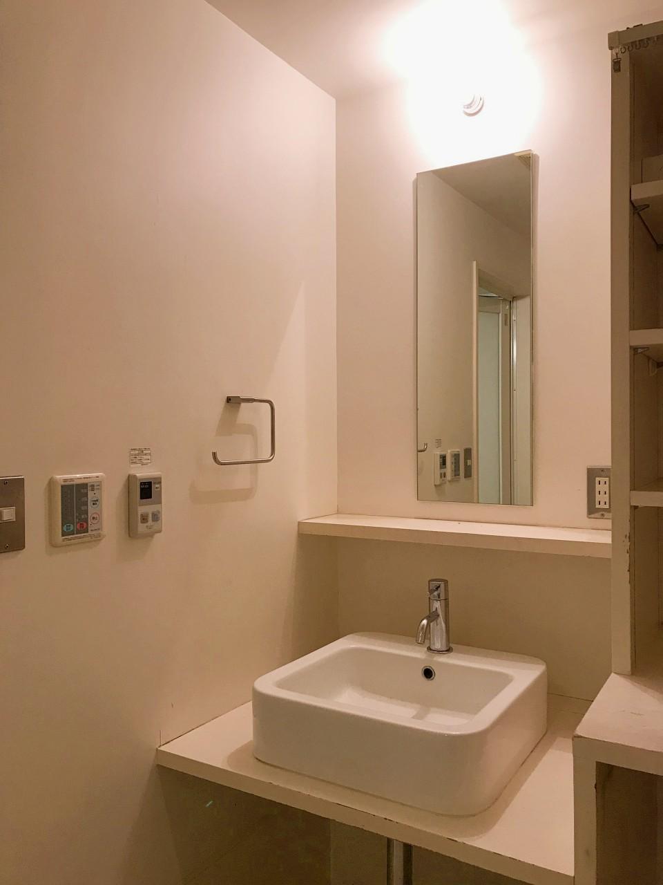 1階にもまた洗面とトイレが