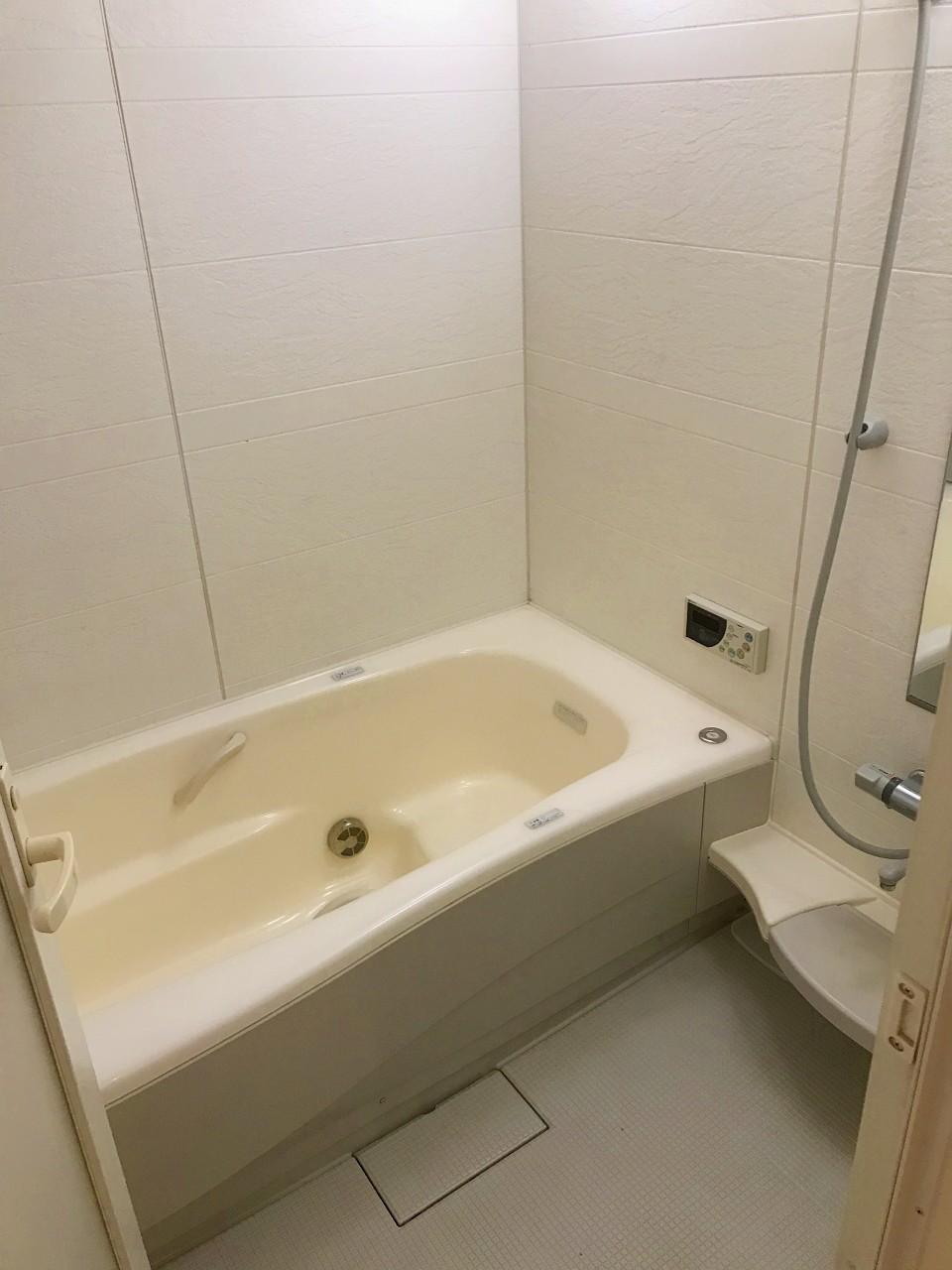 足が伸ばせる浴槽です