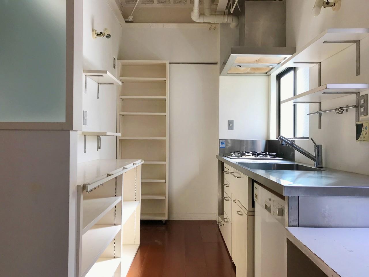 充実のキッチン。床面積に対してかなり広めに取られています