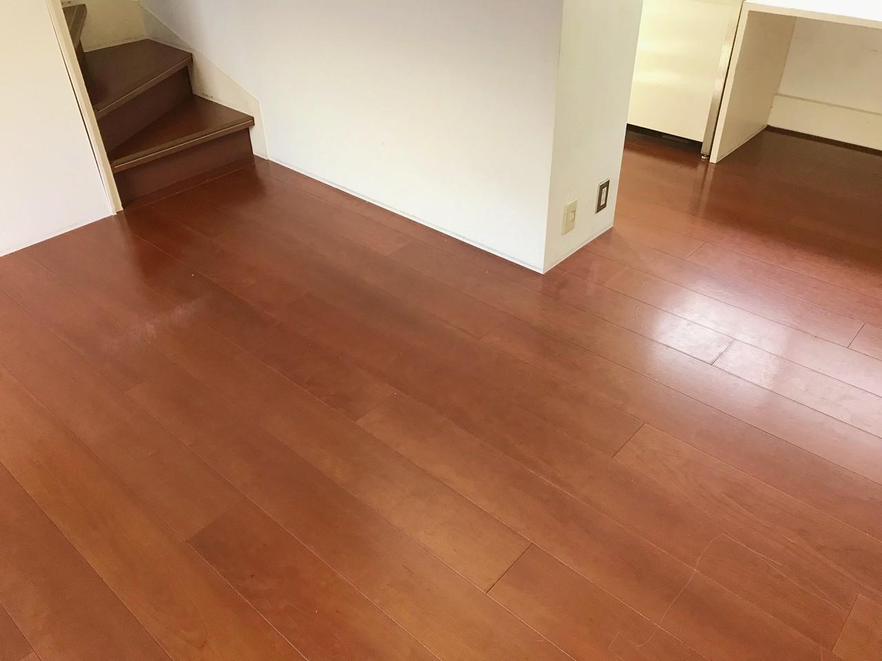 飴色の床が輝いています