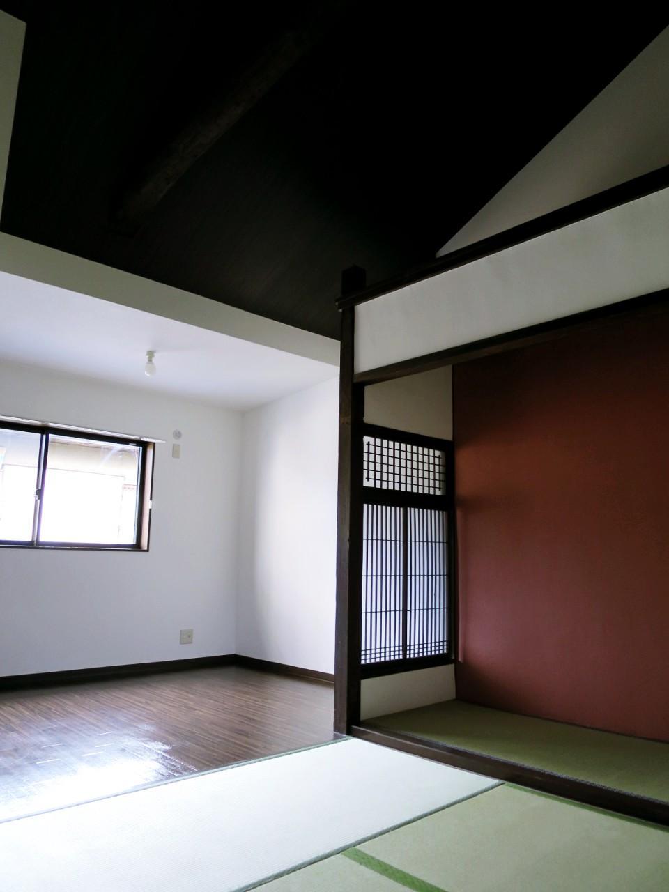 高い天井が開放的な2階部分(写真は成約済みの別区画)