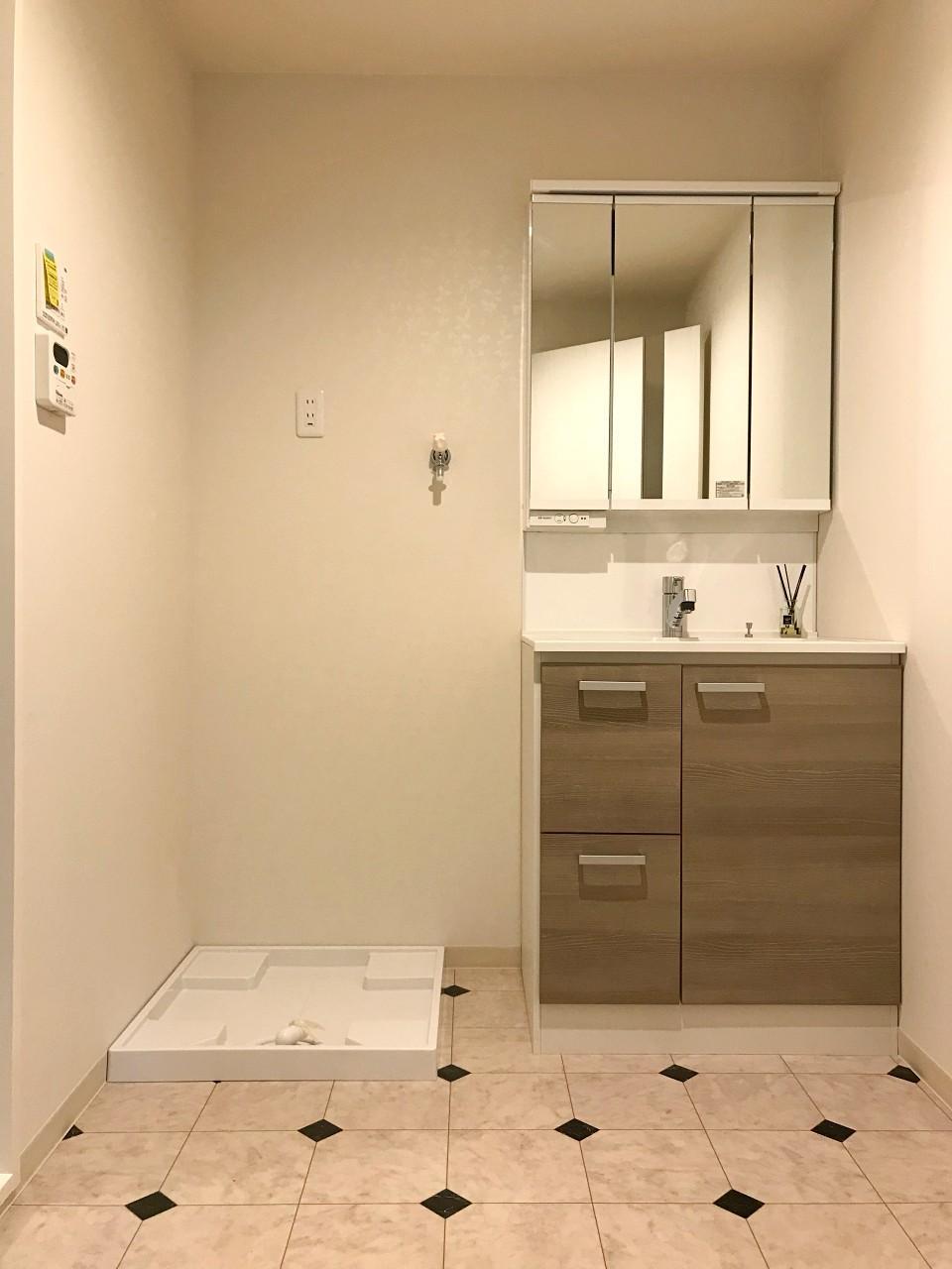 洗面室の床も同じくです