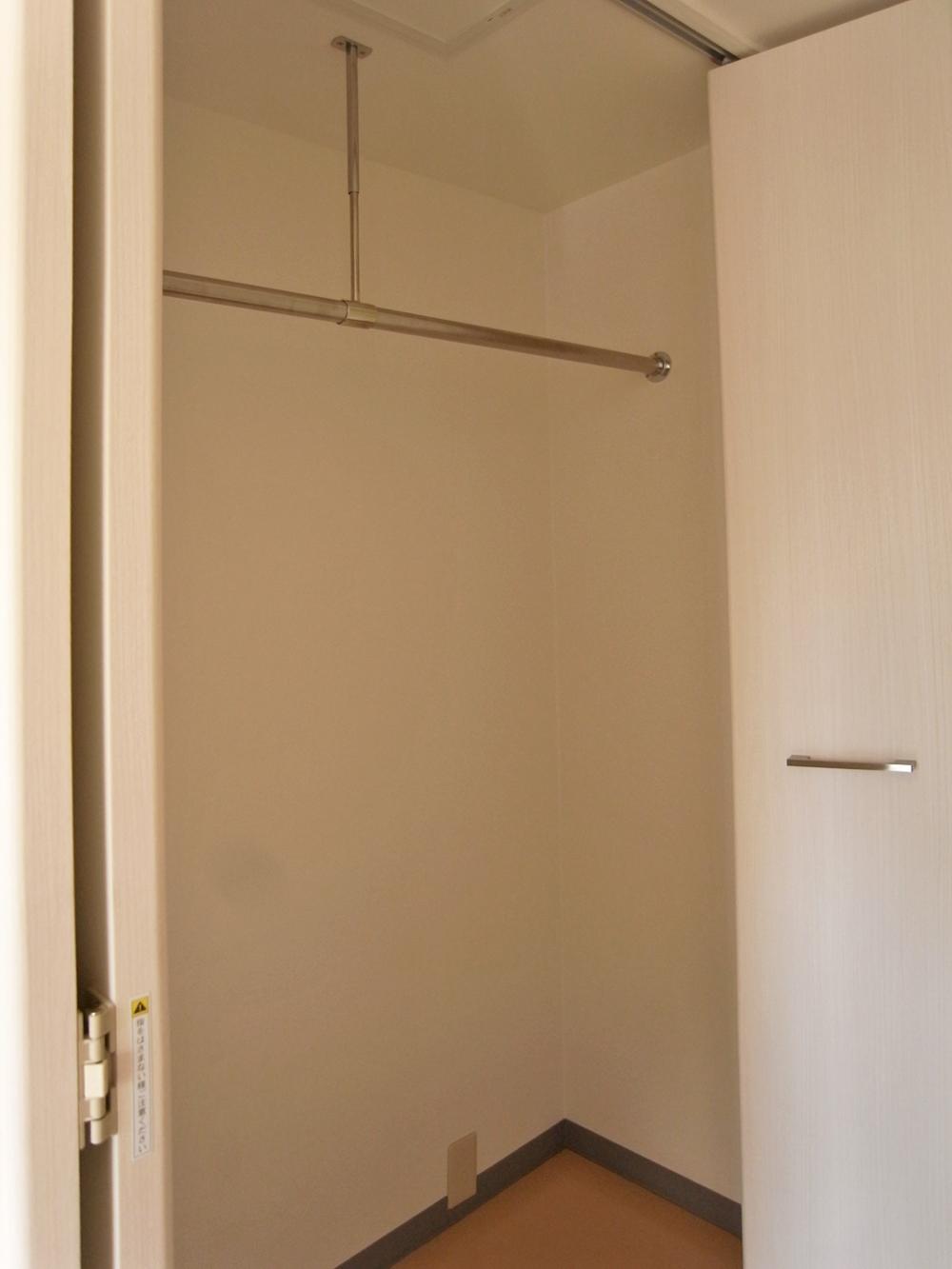 廊下には収納スペース