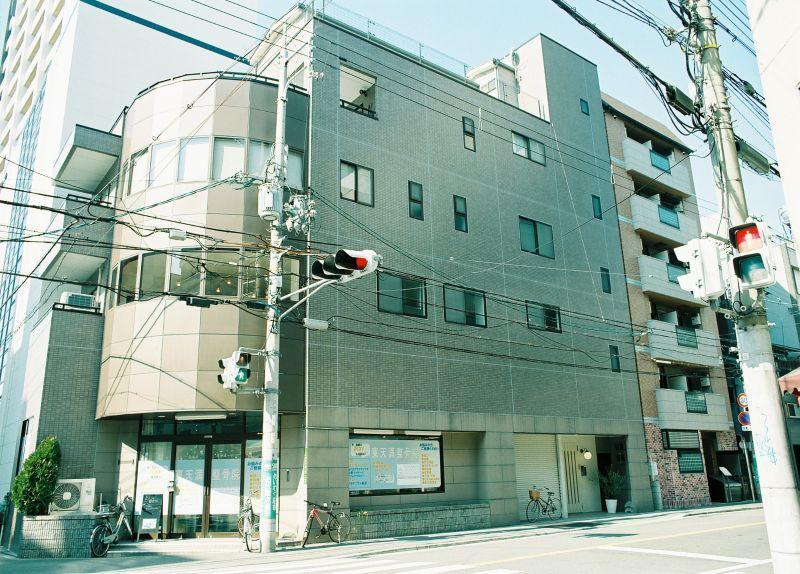 1階には店舗、3階から上にオーナーさんが住まわれています(今回募集は2階部分)