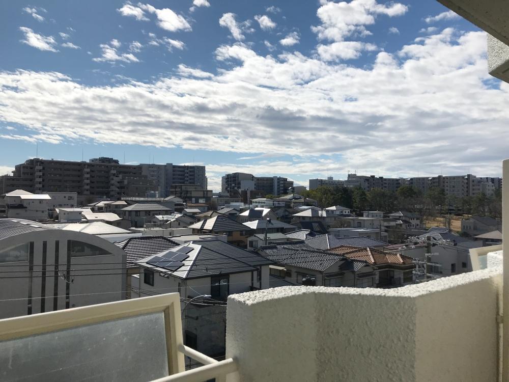 周囲は低層住宅が立ち並んでいるので、視界がスーッと抜けます。