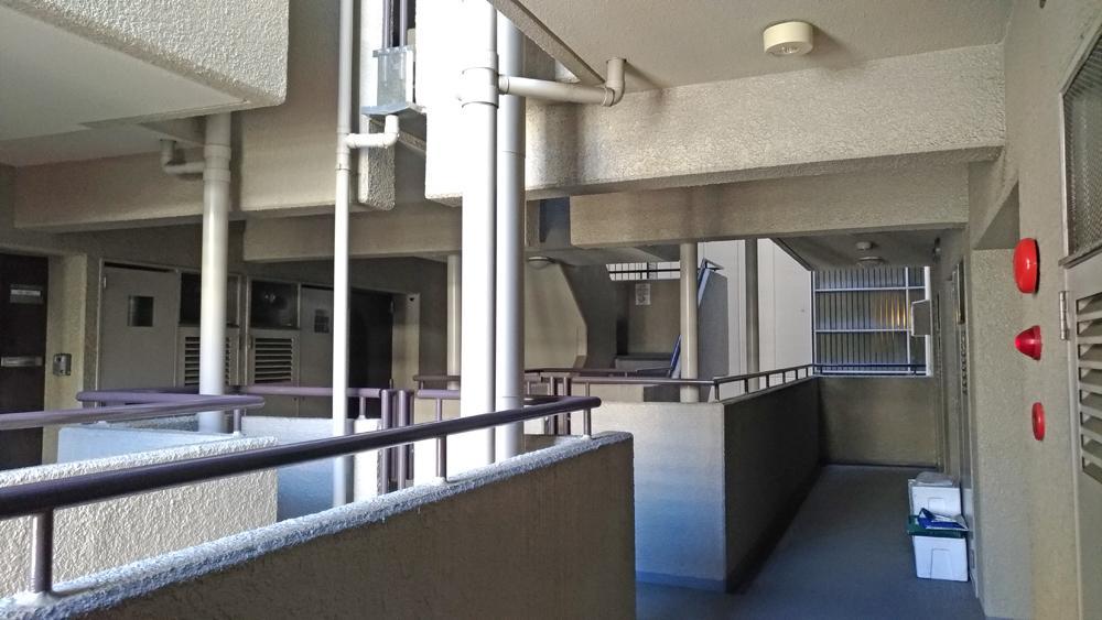 ツインコリドール式の共用廊下