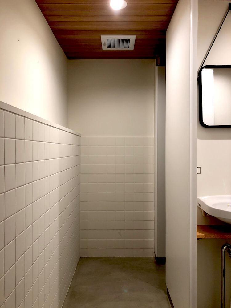 トイレは3階が男性用、5階が女性用、4階が共用。