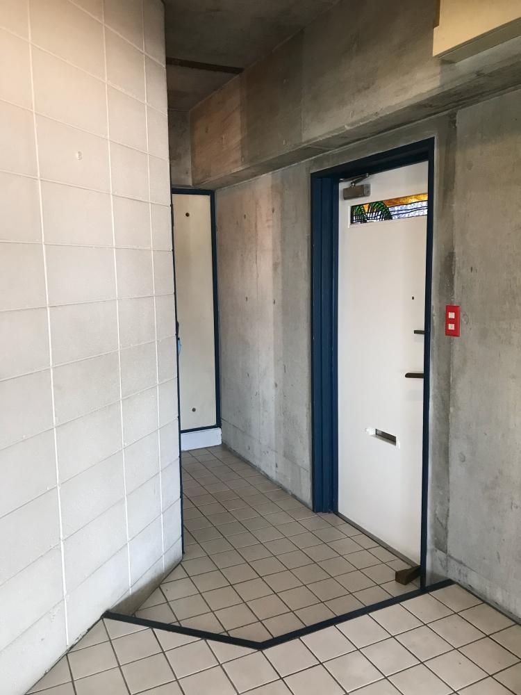 玄関はタイル仕上げ。